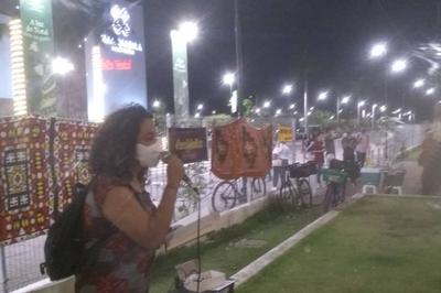 Manifestantes fazem ato em frente a shopping de João Pessoa após relato de racismo em livraria