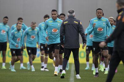 Jogadores da seleção brasileira em treino