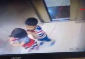 Menina salva irmão de 5 anos de ser enforcado em elevador; veja