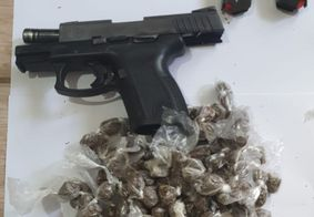 Material encontrado durante a perícia no corpo da vítima.