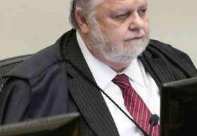 Félix Fischer, ministro do STJ, passa por cirurgia e segue internado em UTI