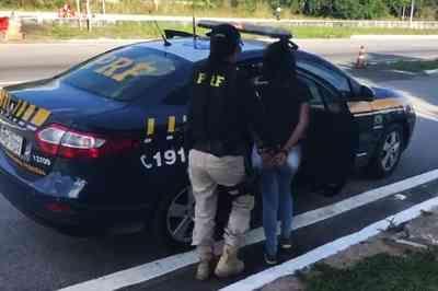 PRF prende mulher que levava crack dentro de caixa de sapatos, na Paraíba