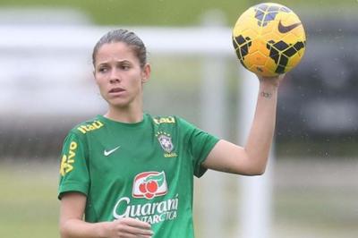Zagueira Érika é cortada da seleção a dois dias da estreia na Copa