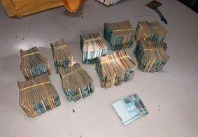 Dinheiro apreendido com suspeitos durante a operação