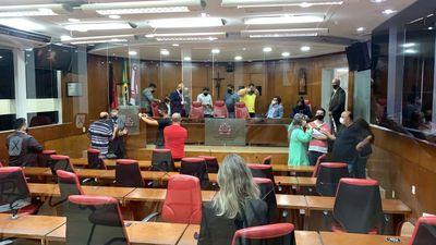 Sessão aconteceu nessa segunda-feira (13).