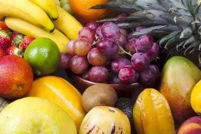 Dez frutas que ajudam a emagrecer e suas respectivas calorias