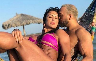 Gracyanne Barbosa mostra tatuagem íntima com o nome de Belo