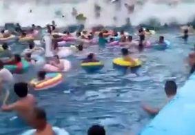 """Vídeo: """"Tsunami"""" em piscina de ondas deixa 44 pessoas feridas na China"""