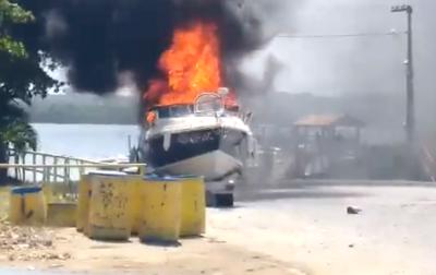 Incêndio em lancha no Litoral da Paraíba mobiliza bombeiros
