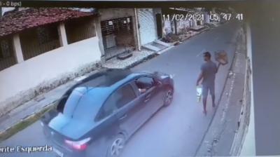 Homem tem passarinho levado durante assalto em bairro de João Pessoa
