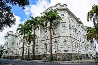Paço Municipal, em frente à Praça Pedro Américo, no Centro