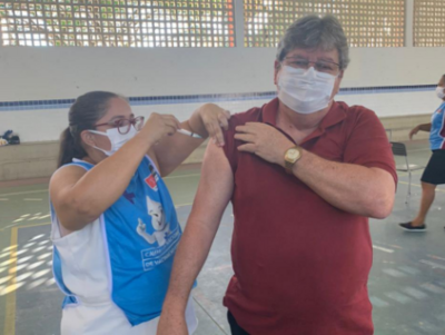 Governador da Paraíba recebe 2ª dose de vacina contra a Covid-19