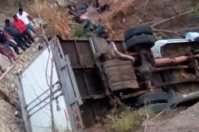Capotamento de caminhão mata 25 pessoas no México; 29 ficaram feridas