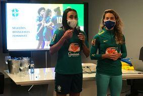 """Marta agradece à PB após amistosos: """"Um estado apaixonado por futebol"""""""