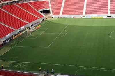 CBF reprova gramado e Mané Garrincha perde jogo da Seleção para o Morumbi