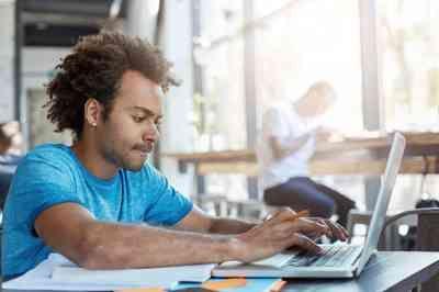 Cursos EAD: em 10 anos matrículas para graduação a distância aumentam 378,9%