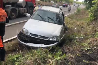 Capotamento é registrado na rodovia BR-230 perto da UFPB, em João Pessoa