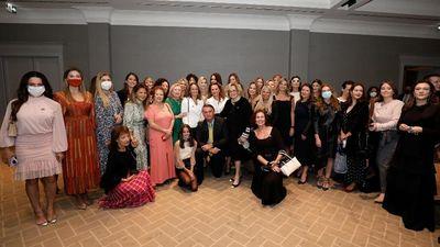 Bolsonaro promove aglomeração em reunião com empresárias sem máscaras