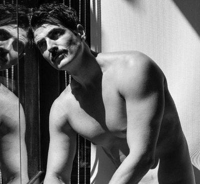 Gianecchini posa nu e compartilha fotos nas redes sociais
