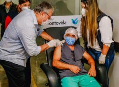 No primeiro dia, 162 profissionais de saúde são vacinados contra a Covid-19 em João Pessoa