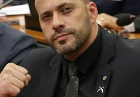 Deputado Federal se recusa a usar máscara e briga com policial