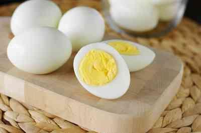 Comer um ovo por dia reduz risco de ataque cardíaco, diz estudo