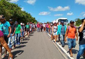 MST realiza caminhada pela BR-101 para participação em protesto contra bloqueios na Educação em JP
