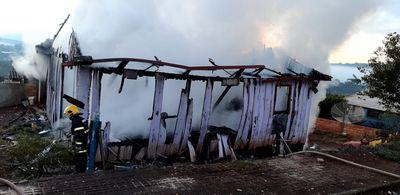 Família inteira morre carbonizada após casa pegar fogo