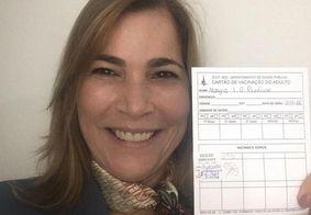 Secretária conhecida como 'capitã cloroquina' é vacinada contra Covid-19