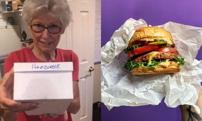 Vídeo: senhora guarda hambúrguer por 24 anos e estado do alimento surpreende