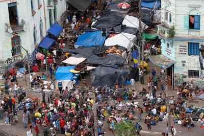 Após decisão da Justiça, famílias desocupam prédio na Cracolândia de São Paulo