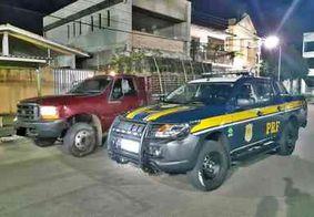 PRF recupera caminhão que foi roubado carregado com macaxeira, na Paraíba