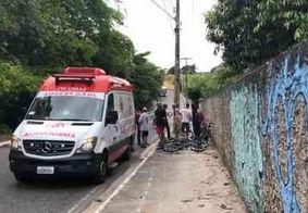 Ciclista fica ferida ao ser atingida por moto, em João Pessoa