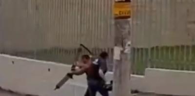 Cinegrafista da Globo é agredido e tem equipamento chutado por militante em MG; veja