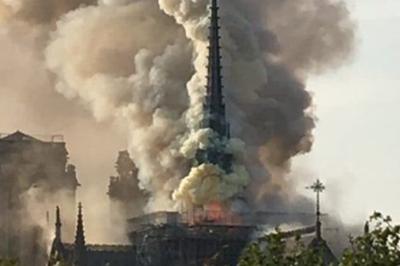 Vídeo mostra desabamento da Torre Notre-Dame em Paris