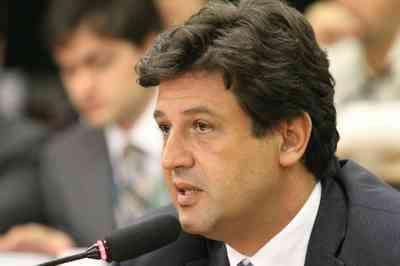 Ministro da Saúde prevê que 50% da população será infectada por coronavírus no Brasil