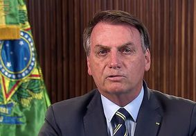 """""""Minha vontade é encher tua boca na porrada"""", diz Bolsonaro a repórter"""
