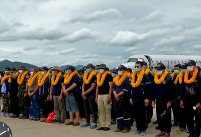Mergulhadores que ajudaram em resgate na Tailândia deixam o país