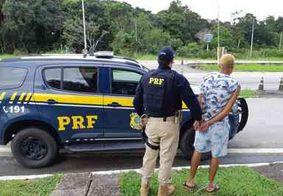 Vídeo: PRF recaptura detento que fugiu algemado de Fórum na Paraíba