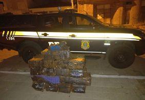 Drogas apreendidas pela PRF dentro de uma van de transporte.