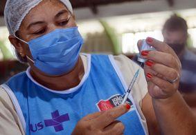 Vacinação acontece em 20 pontos nesta terça (21).
