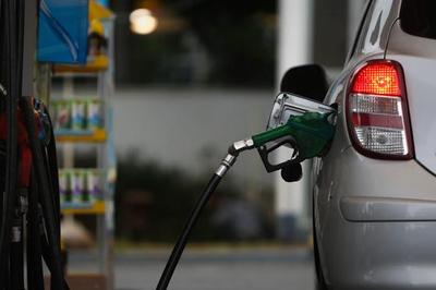 Paraibano paga 50% de impostos em cada litro de combustível abastecido, revela órgão