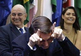 Internautas especulam que Bolsonaro foi traído e a hashtag #BolsonaroCorno viraliza na internet; veja