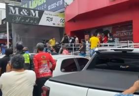 Homens usam roupas da polícia durante assalto a loja em Campina Grande