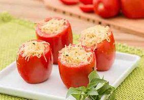 Aprenda a fazer tomate recheado para um almoço leve
