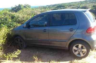 Carro do padre José Gilmar é achado abandonado em Tambaba, no Litoral Sul da Paraíba