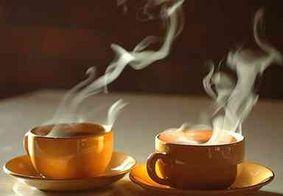 Beber café muito quente aumenta o risco de câncer, diz estudo