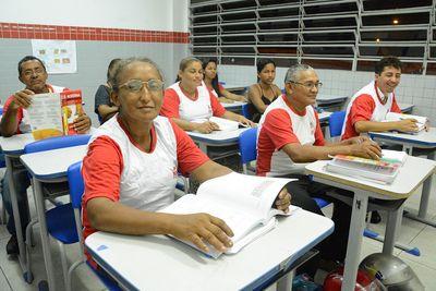 EJA é uma modalidade de ensino destinada aos jovens, adultos e idosos que não tiveram acesso à educação