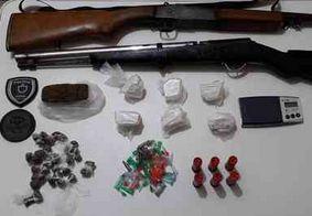 Após denúncia, adolescente de 15 anos e namorado são detidos com drogas e armas