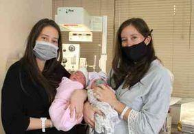 Gêmeas dão à luz com 90 minutos de diferença no dia do aniversário